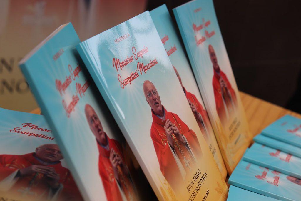 """El Alto, """"Buon grano in mezzo a noi"""" un libro per ricordare il vescovo bergamasco monsignor Eugenio Scarpellini morto di Covid-19"""
